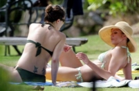 Drew Barrymore passes the joint to her friend Cameron Diaz